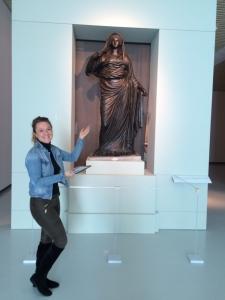 De bronzen Agrippina de Jongere en ik in het Valkhof.